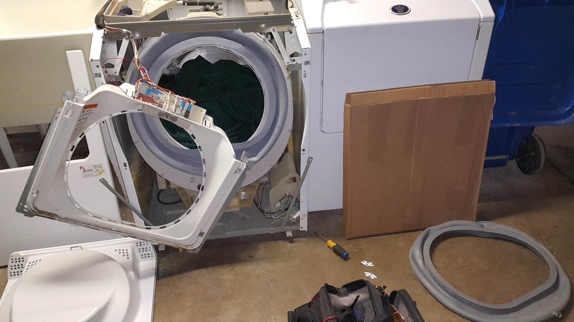 washer maytag neptune mah3000aww leaking water from the front rh sunnyappliancerepairs com Maytag Bearing Removal Tool Maytag Quiet Series 300